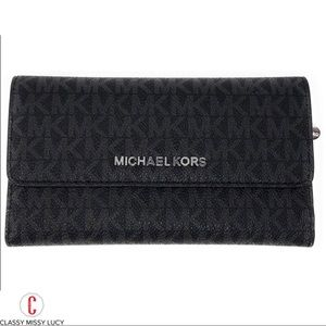 NWT micharl Kors Jet Set travel wallet